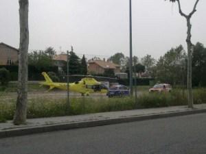 Un helicóptero del SUMA aterrizó en la Parcela Municipal de la Av. de la Dehesa