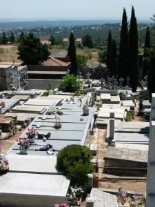 La Guardia Civil frustra el robo de crucifijos en el cementerio de Torrelodones