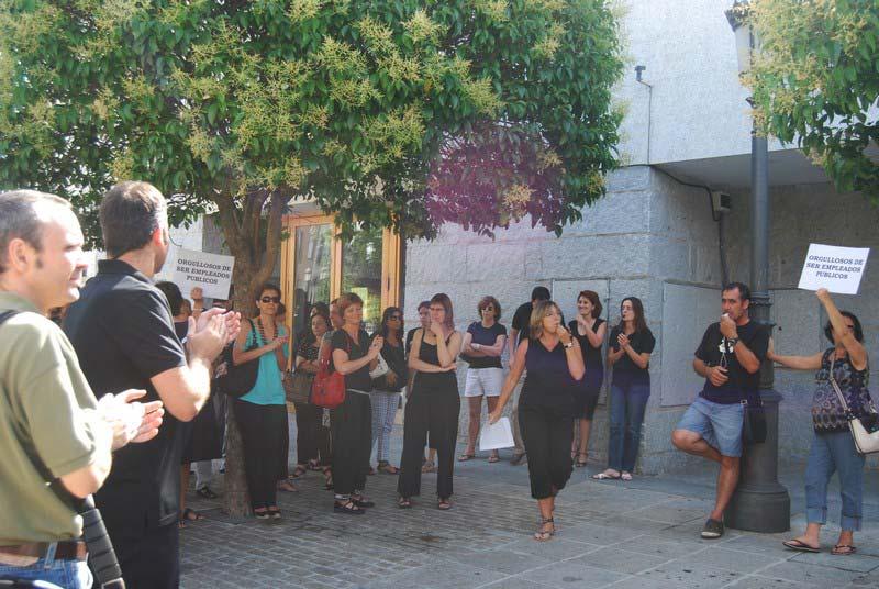 Los trabajadores municipales de Torrelodones mostraron su rechazo a las medidas económicas del Gobierno
