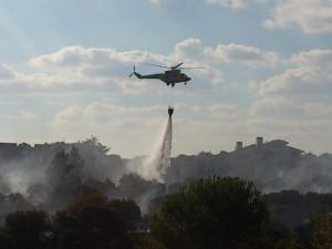 Helicóptero apagando incendio en Las Marías 10-09-2012 (Foto: gentileza de José Antonio Camacho)