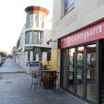 El Telecor está al otro lado de la calle del Restaurante A`Compañía, en el Camino de Valladolid