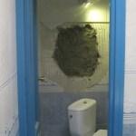 Butrón practicado a la altura del cuarto de baño de Zeppelin