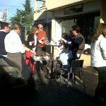 Aperitivo en la Colonia de Torrelodones, el día de Nochebuena (Foto: Begoña Chinchilla)