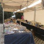 Una de las carpas de la I Feria del Libro Viejo y de Ocasión de Hoyo de Manzanares