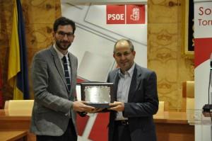 Julián De Castro recibe su galardón