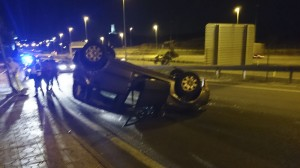 Vehículo que impactó contra la farola en el Camino de Valladolid de Torrelodones, es cortesía de nuestro lector Alberto N.