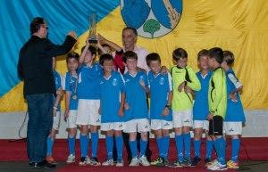 Ángel Lanchas con uno de sus equipos al recibir uno de tantos trofeos en una Gala del Deporte