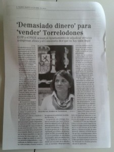 Nota de El Mundo sobre las contrataciones en Torrelodones enviada con un mensaje del PP a la población de Torrelodones