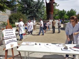 Protesta de los alumnos de las clases municipales de pintura de Torrelodones el domingo 11-5-14