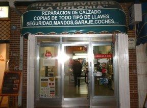 """Multiservicios """"La Colonia"""", reparación de calzado y duplicación de todo tipo de llaves en Jesusa Lara, 20 (Torrelodones)"""