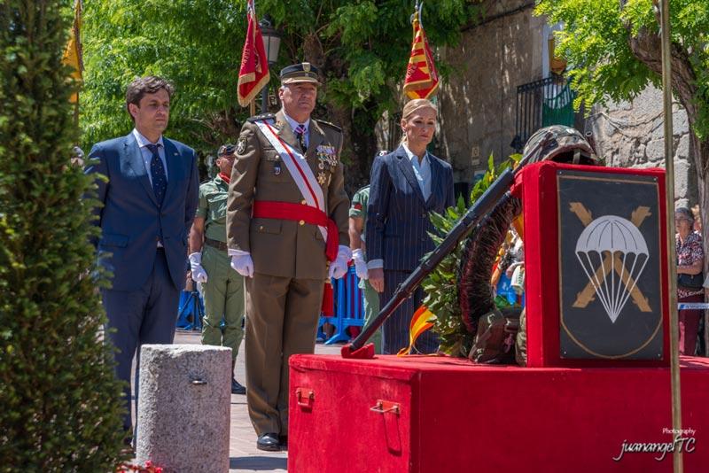 Daniel Pérez y Cristina Cifuentes en la emotiva Jura de Bandera en Galapagar (Foto: juanangelTC.com)