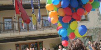 Pedro Zerolo, celebrando el Día Internacional de Orgullo LGTB por primera vez en Torrelodones, el 28-6-2012.