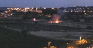 Un pequeño incendio entre Parc Central y El Vedat alarmó anoche a los vecinos