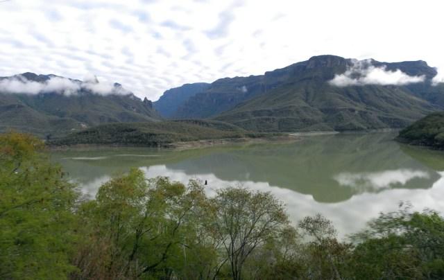 lake-dam_huites