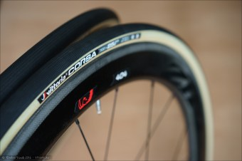 Vittoria Corsa G+ Faltreifen auf Zipp 404 Firecrest Carbon Clincher Laufrädern.