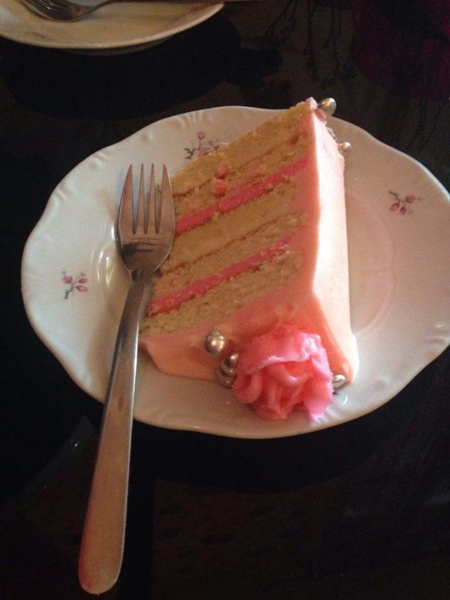 licsis_rozsavizes-joghurtos-torta_vajkrem_rozsakkal-tortaiskola-4