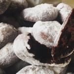 Csokoládés puffancs, narancsos porcukorral szórva