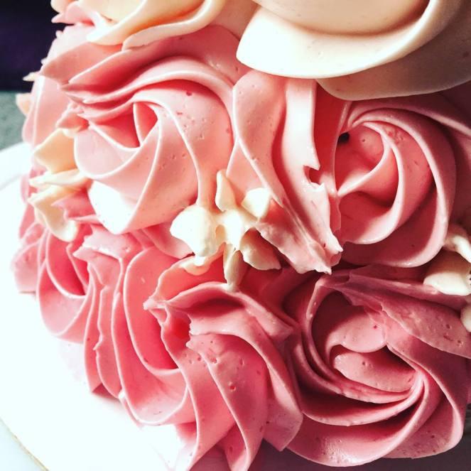 vajkrem_rozsas_ribizlis-torta-tortaiskola-1 (8)