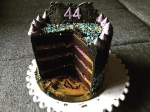 dupla-toltelekes-torta-felvagva-szeder-narancs-csoki-tortaiskola-1 (4)