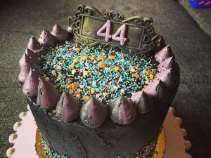dupla-toltott-torta-fekete-vajkremmel-tortaiksola-1 (9)