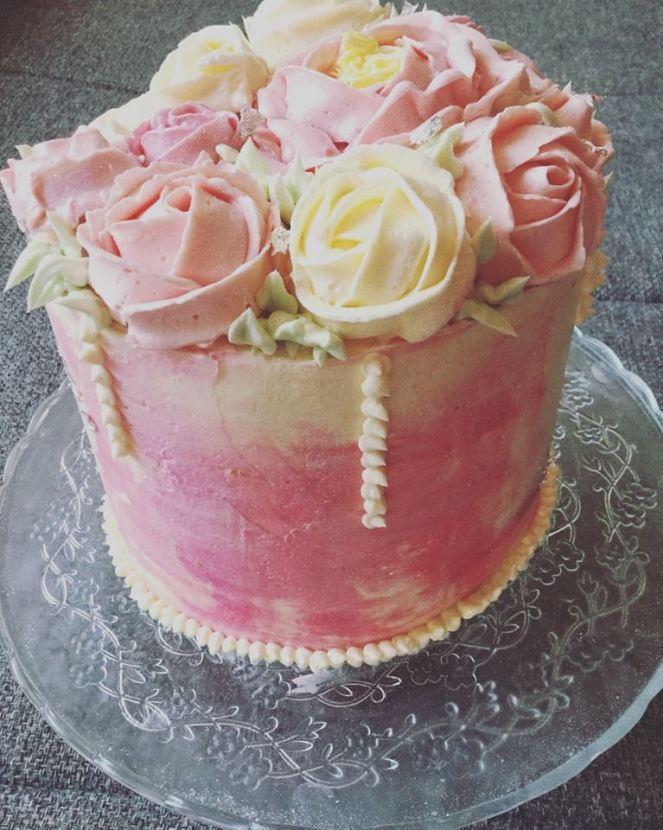 vajkremes-szulinapo-torta-tortaiskola-1 (10)