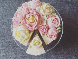 vajkremes-szulinapo-torta-tortaiskola-1 (2)