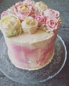 vajkremes-szulinapo-torta-tortaiskola-1 (3)