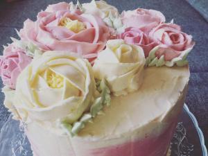 vajkremes-szulinapo-torta-tortaiskola-1 (7)