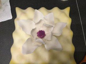 cukor-magnolia-keszitese-csokorba-kotve-tortaiskola-glazurshop-1 (13)