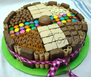 Tortas decoradas con golosinas y chocolates (10)