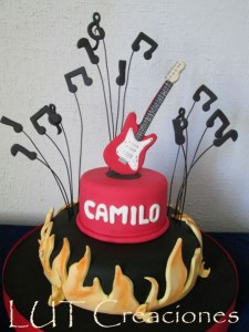 10 tortas decoradas con guitarras (10)