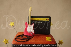 10 tortas decoradas con guitarras (7)