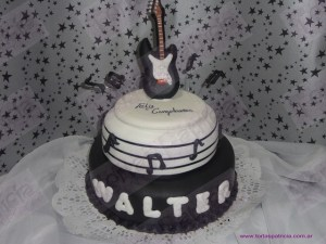 10 tortas decoradas con guitarras (8)