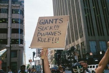 giants-suck-dwarves-rule-560x377