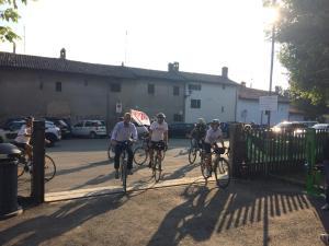 L'arrivo della delegazione di Vento bici tour 2016 a Piovera