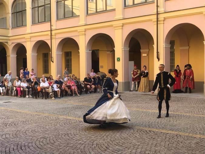Danze in costume d'epoca di domenica 8 LUGLIO 2018