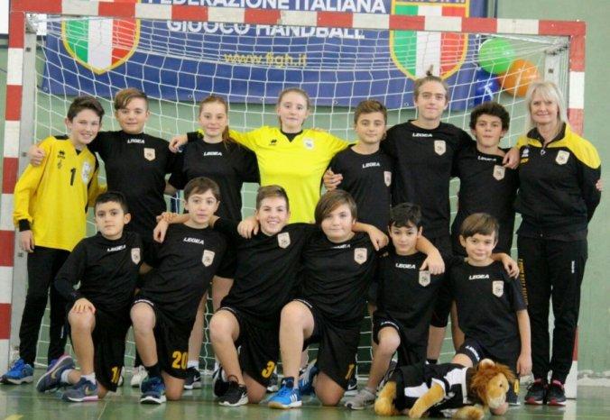 I Leoni Pallamano Tortona Under 13 sul campo di Valdengo