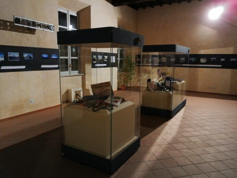 """Tortona - Inaugurata a Palazzo Guidobono la mostra """"Di bianco e d'azzurro"""""""