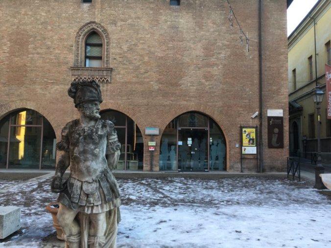 Tortona, l'ingresso di Palazzo Guidobono