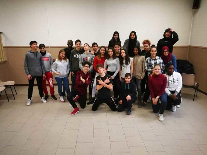 I ragazzi della Fenice APS con gli studenti del Carbone