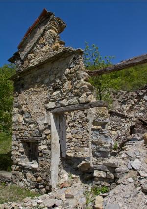 La Chiesa di Avi, villaggio dimenticato