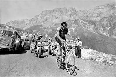 Fausto coppi nella tappa Cuneo Pinerolo del Giro d'Italia 1949