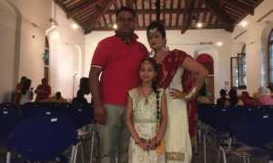Oggi è il giorno della festa Teeyan da Mella. Indiani e pakistani devono attendere che le loro donne si divertano…