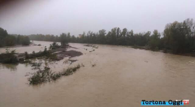 Il torrente Scrivia in piena a Tortona