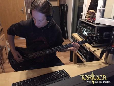 Bass 02