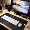 ニトリのデスクマットが699円と思えないくらいヨカッタ!机の上がスッキリして、書斎のアクセントに!