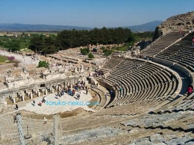 エフェソス 半円形大劇場 amphitheater アンフィシアター トルコ猫歩き 階段 劇場 大理石 景色