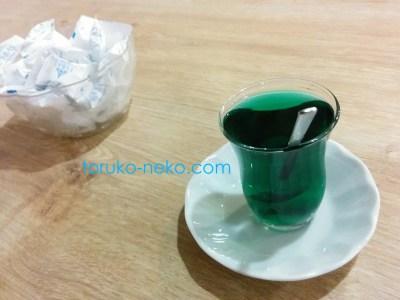 トルコ イスタンブールで緑色のチャイ キウイ チャイ キウィチャイ, kivi çayı, kivi cayi,  kiwi tea