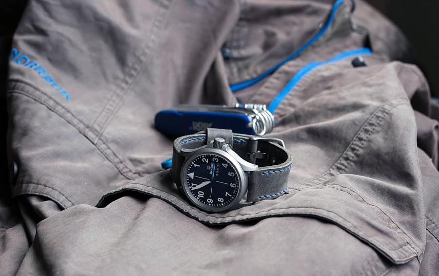 Damasko DA38 on Storm grey leather with royal blue stitching. © Clas Lindberg
