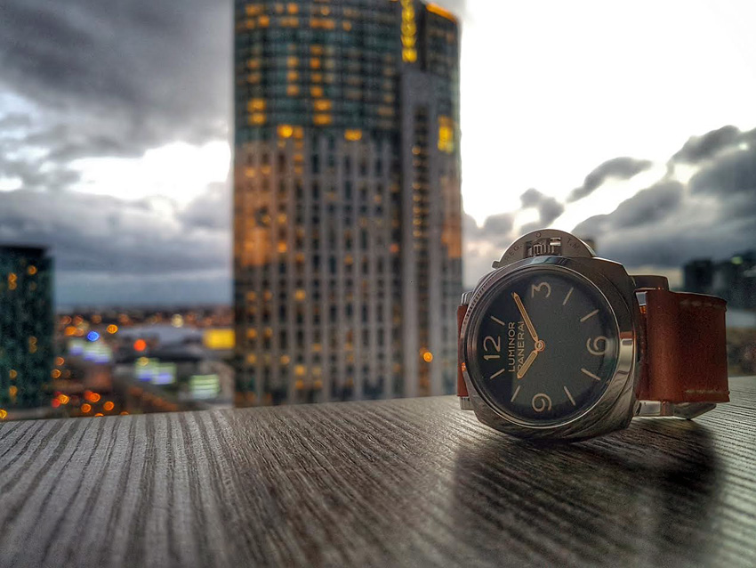 Panerai 372 on Horween Derby leather with natural stitching. © Andrew Tse